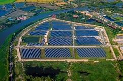 Ηλιακό αγρόκτημα, αεροφωτογραφία ηλιακών πλαισίων Στοκ φωτογραφία με δικαίωμα ελεύθερης χρήσης