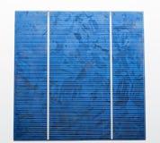 Ηλιακό κύτταρο με την μπάρα τροφοδότησης δύο Στοκ Εικόνες
