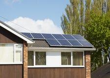 Ηλιακό πλαίσιο στη στέγη σπιτιών Στοκ εικόνα με δικαίωμα ελεύθερης χρήσης