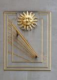 Ηλιακό ρολόι με τον ήλιο στοκ φωτογραφία με δικαίωμα ελεύθερης χρήσης