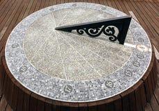 Ηλιακό ρολόι που γίνεται μεγάλο από το Stone στοκ φωτογραφία με δικαίωμα ελεύθερης χρήσης