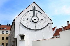 Ηλιακό ρολόι στην οικοδόμηση Στοκ φωτογραφία με δικαίωμα ελεύθερης χρήσης