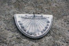 Ηλιακό ρολόι στην πέτρα στοκ εικόνες