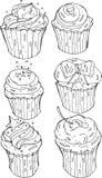 Η διανυσματική γραπτή απεικόνιση cupcakes με την κρέμα, κεράσι και ψεκάζει τη ζάχαρη Τα στοιχεία σχεδίου καθορισμένα υπό εξέταση  Στοκ φωτογραφίες με δικαίωμα ελεύθερης χρήσης