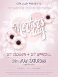 Η διανυσματική συρμένη χέρι αφίσα γεγονότος ημέρας μητέρων με το anemone άνθισης ανθίζει, διαμορφωμένο καρδιά πλαίσιο, γράφοντας