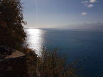 Η διασκέδαση διακοπών analya antalya της Τουρκίας χαλαρώνει τη φύση χαλαρώνει τα δέντρα παραλιών θάλασσας γαλαζοπράσινα Στοκ φωτογραφία με δικαίωμα ελεύθερης χρήσης