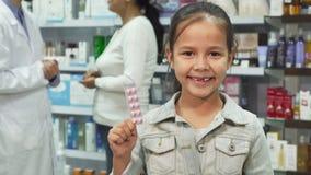 Η ιατρική εκμετάλλευσης μικρών κοριτσιών και η παρουσίαση φυλλομετρούν επάνω απόθεμα βίντεο