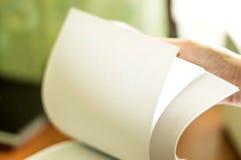 Η διαδικασία το άσπρο έγγραφο γραφείων Στοκ φωτογραφία με δικαίωμα ελεύθερης χρήσης
