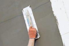 Η διαδικασία putty στον τοίχο polyfoam Στοκ Εικόνες