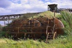 Η διαδρομή άνθρακα και οι μεγάλοι λέβητες της ηλεκτρικής δύναμης άνθρακα φυτεύουν ή του σταθμού παραγωγής ηλεκτρικού ρεύματος στη Στοκ εικόνες με δικαίωμα ελεύθερης χρήσης