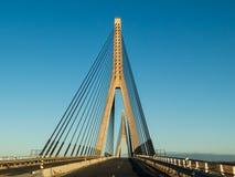 Η διεθνής γέφυρα μεταξύ του περάσματος της Ισπανίας και της Πορτογαλίας Στοκ Εικόνα