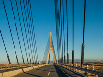 Η διεθνής γέφυρα μεταξύ του περάσματος της Ισπανίας και της Πορτογαλίας Στοκ φωτογραφίες με δικαίωμα ελεύθερης χρήσης