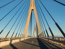 Η διεθνής γέφυρα μεταξύ του περάσματος της Ισπανίας και της Πορτογαλίας Στοκ Εικόνες