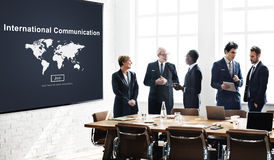 Η διεθνής επικοινωνία σφαιρική επικοινωνεί την έννοια στοκ εικόνες