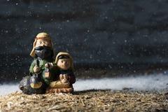 Η ιερή οικογένεια σε μια αγροτική σκηνή nativity στοκ φωτογραφία με δικαίωμα ελεύθερης χρήσης