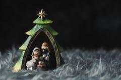Η ιερή οικογένεια σε μια γκρίζα τεχνητή γούνα στοκ φωτογραφίες