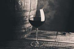 Ηλικίας λεπτό γυαλί κρασιού στοκ εικόνες με δικαίωμα ελεύθερης χρήσης