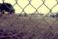 Ηλικίας φράκτης συνδέσεων αλυσίδων Στοκ εικόνα με δικαίωμα ελεύθερης χρήσης