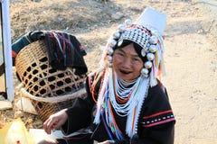 Ηλικιωμένες γυναίκες στο παραδοσιακό φόρεμα στοκ εικόνες