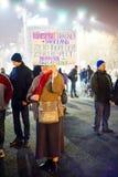 Ηλικιωμένη γυναίκα με το μήνυμα διαμαρτυρίας, Βουκουρέστι, Ρουμανία Στοκ Εικόνα