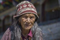 Ηλικιωμένη γυναίκα πορτρέτου στο χωριό Himalayan, Νεπάλ Στοκ Εικόνες