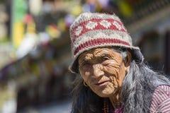 Ηλικιωμένη γυναίκα πορτρέτου στο χωριό Himalayan, Νεπάλ Στοκ φωτογραφία με δικαίωμα ελεύθερης χρήσης