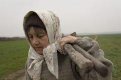 Ηλικιωμένη γυναίκα χώρας Στοκ φωτογραφία με δικαίωμα ελεύθερης χρήσης