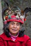 Ηλικιωμένη γυναίκα ifugao στο εθνικό φόρεμα δίπλα στα πεζούλια ρυζιού Φιλιππίνες Στοκ φωτογραφία με δικαίωμα ελεύθερης χρήσης
