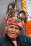 Ηλικιωμένη γυναίκα ifugao στο εθνικό φόρεμα δίπλα στα πεζούλια ρυζιού Φιλιππίνες Στοκ Εικόνες
