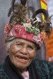 Ηλικιωμένη γυναίκα ifugao στο εθνικό φόρεμα δίπλα στα πεζούλια ρυζιού Banaue, Φιλιππίνες Στοκ φωτογραφία με δικαίωμα ελεύθερης χρήσης
