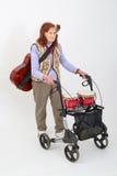 Ηλικιωμένη κυρία με το rollator και τα μουσικά όργανα Στοκ Φωτογραφίες