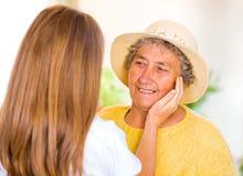 Ηλικιωμένη οικιακή φροντίδα Στοκ εικόνα με δικαίωμα ελεύθερης χρήσης