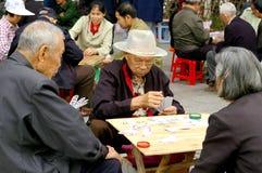 Ηλικιωμένος άνθρωπος που παίζει τα παιχνίδια Στοκ φωτογραφίες με δικαίωμα ελεύθερης χρήσης