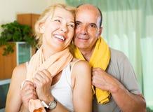 Ηλικιωμένο ζεύγος μετά από να εκπαιδεύσει Στοκ Εικόνες