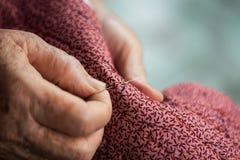 Ηλικιωμένο ράψιμο ως χόμπι Στοκ Εικόνες