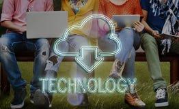 Η δικτύωση τεχνολογίας υπολογισμού σύννεφων μεταφορτώνει την έννοια Στοκ Εικόνες