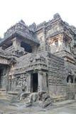 Η Ινδία, σπηλιές Ellora, αρχαίος χαρασμένος πέτρα ναός Kailasa, ανασκάπτει Νο 16 Στοκ Φωτογραφία