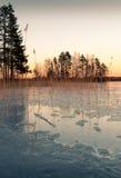 Ηλιοβασίλεμα άνοιξης και ο υγρός πάγος Στοκ Φωτογραφίες