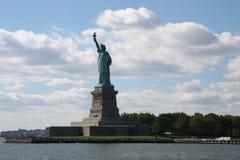 ηλιοβασίλεμα αγαλμάτων της Νέας Υόρκης ελευθερίας πόλεων στοκ φωτογραφία