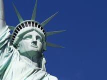 ηλιοβασίλεμα αγαλμάτων της Νέας Υόρκης ελευθερίας πόλεων Στοκ Εικόνα
