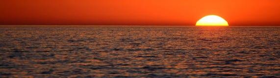 Ηλιοβασίλεμα ακτών, πανοραμική άποψη Στοκ εικόνα με δικαίωμα ελεύθερης χρήσης