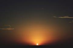 ηλιοβασίλεμα αμμόλοφων του Ντουμπάι ερήμων Στοκ Εικόνα