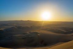 ηλιοβασίλεμα αμμόλοφων του Ντουμπάι ερήμων Στοκ εικόνα με δικαίωμα ελεύθερης χρήσης