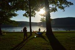 Ηλιοβασίλεμα από τη λίμνη Στοκ εικόνα με δικαίωμα ελεύθερης χρήσης