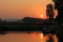 Ηλιοβασίλεμα από τον ποταμό Στοκ Εικόνα