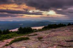 Ηλιοβασίλεμα βουνών Cadillac σε Acadia Στοκ Εικόνες