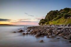 Ηλιοβασίλεμα βράχων ΑΜ Maunganui Στοκ Εικόνες