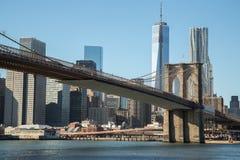 Ηλιοβασίλεμα γεφυρών του Μπρούκλιν του Μανχάταν πόλεων της Νέας Υόρκης Στοκ Εικόνα