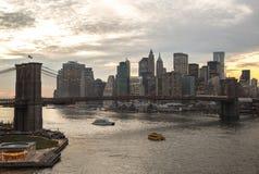 Ηλιοβασίλεμα γεφυρών του Μπρούκλιν του Μανχάταν πόλεων της Νέας Υόρκης Στοκ Φωτογραφίες