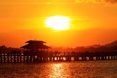 Ηλιοβασίλεμα γεφυρών του U Bein, το Μιανμάρ Στοκ φωτογραφίες με δικαίωμα ελεύθερης χρήσης